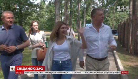 """Олена Зеленська побувала з візитом в """"Артеку"""" під Києвом"""