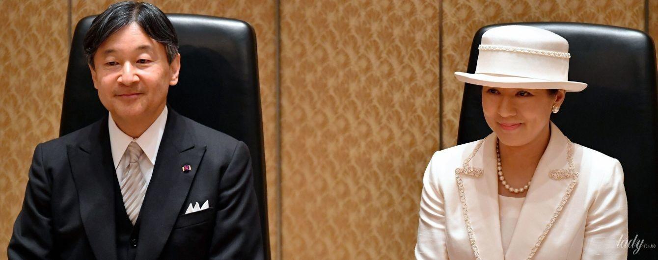 Любит белое: новоиспеченная императрица Японии Масако продемонстрировала элегантный аутфит