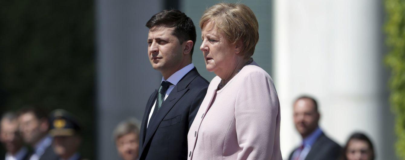 Меркель стало зле під час зустрічі із Зеленським. Вона прокоментувала свій стан