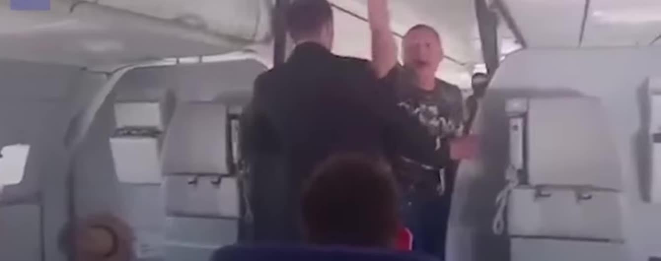 Из-за дебоша пьяного россиянина самолет пошел на экстренную посадку