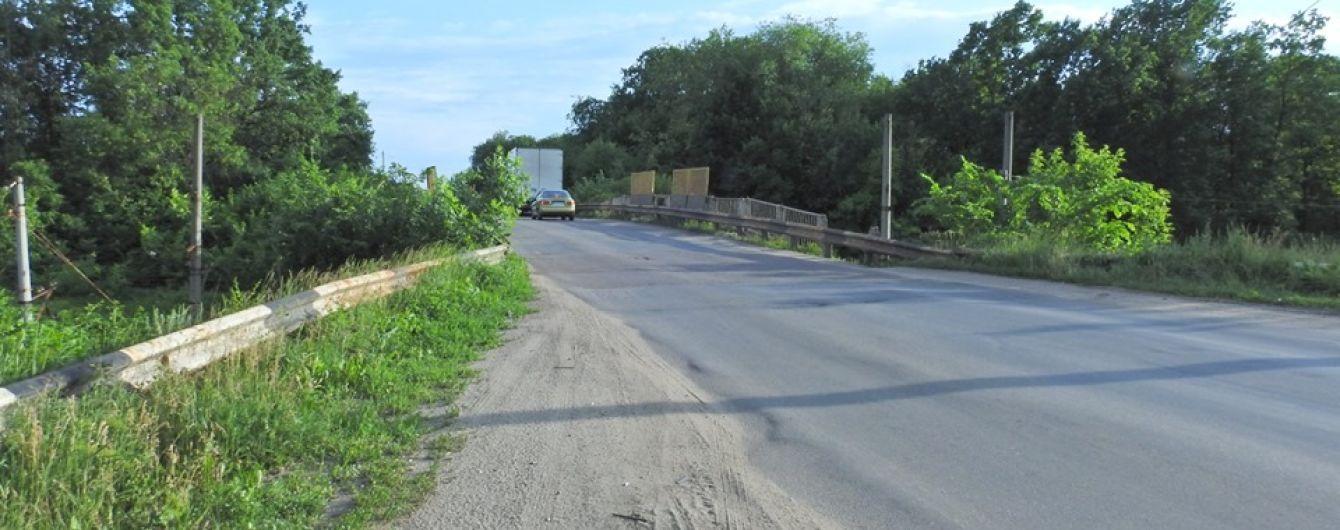 На трасі Київ-Знам'янка змінили напрямок руху. Як об'їхати ремонт мосту