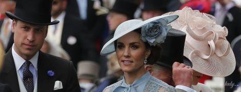 В прозрачной блузе и серебряных туфлях: герцогиня Кембриджская на скачках в Аскоте