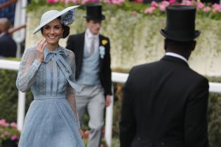 Кейт Міддлтон зачарувала образом у невагомій блакитній сукні