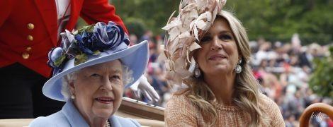 Бежевий vs рожевий: битва розкішних образів королеви Максими