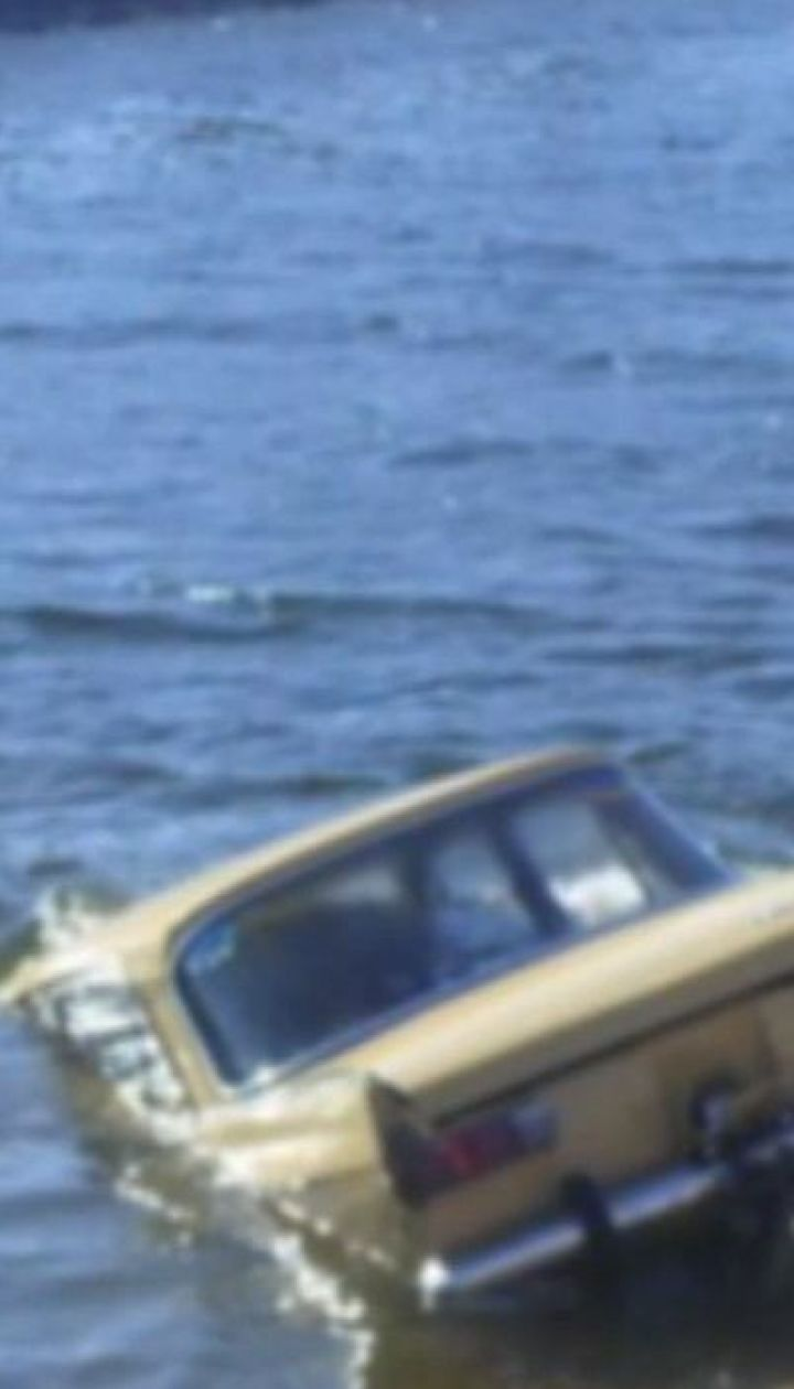 На Херсонщине автомобиль слетел в оросительный канал, среди погибших есть дети
