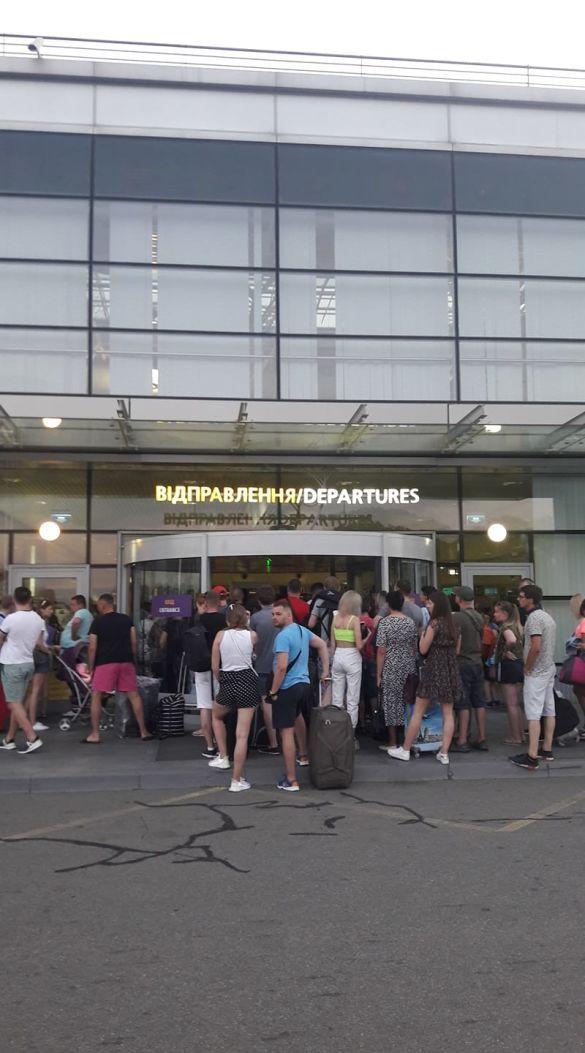 заблокований термінал F аеропорту Бориспіль
