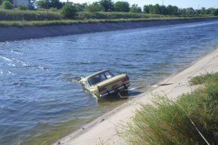 На Херсонщині добу шукали зниклих дітей та їхнього сусіда - усіх знайшли втопленими разом з авто