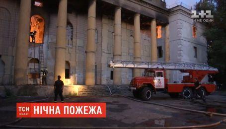 В Бахмуте в Донецкой области горел дом культуры