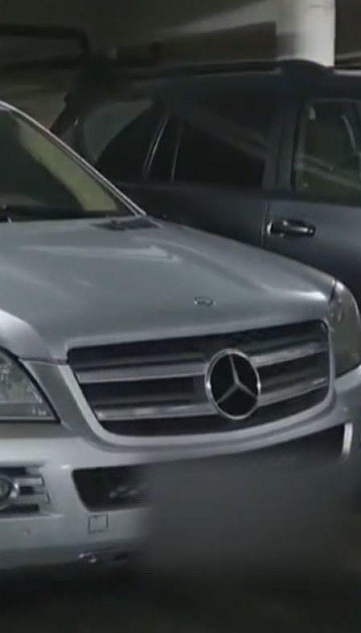 Полицейские направили повестку с вызовом в отделение водителю, который заехал автомобилем на пешеходный мост