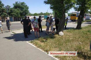 """В Николаеве водитель """"скорой помощи"""" сбил школьницу на переходе и уехал с места ДТП"""