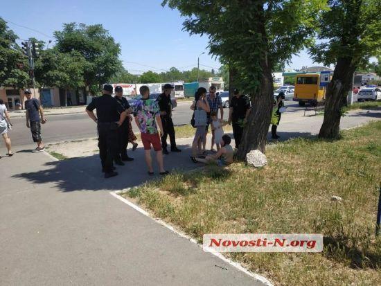 """У Миколаєві водій """"швидкої допомоги"""" збив школярку на переході і поїхав з місця ДТП"""
