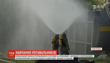 Первые в Украине международные учения спасателей стартовали в Ровенской области