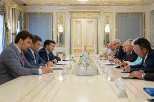 """До Зеленського на Банкову завітав Пінчук із учасниками """"Ялтинської стратегії"""""""