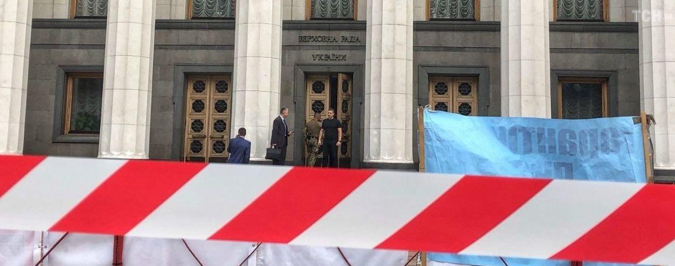 Не доказал существования коалиции: суд отказал в удовлетворении иска народному депутату