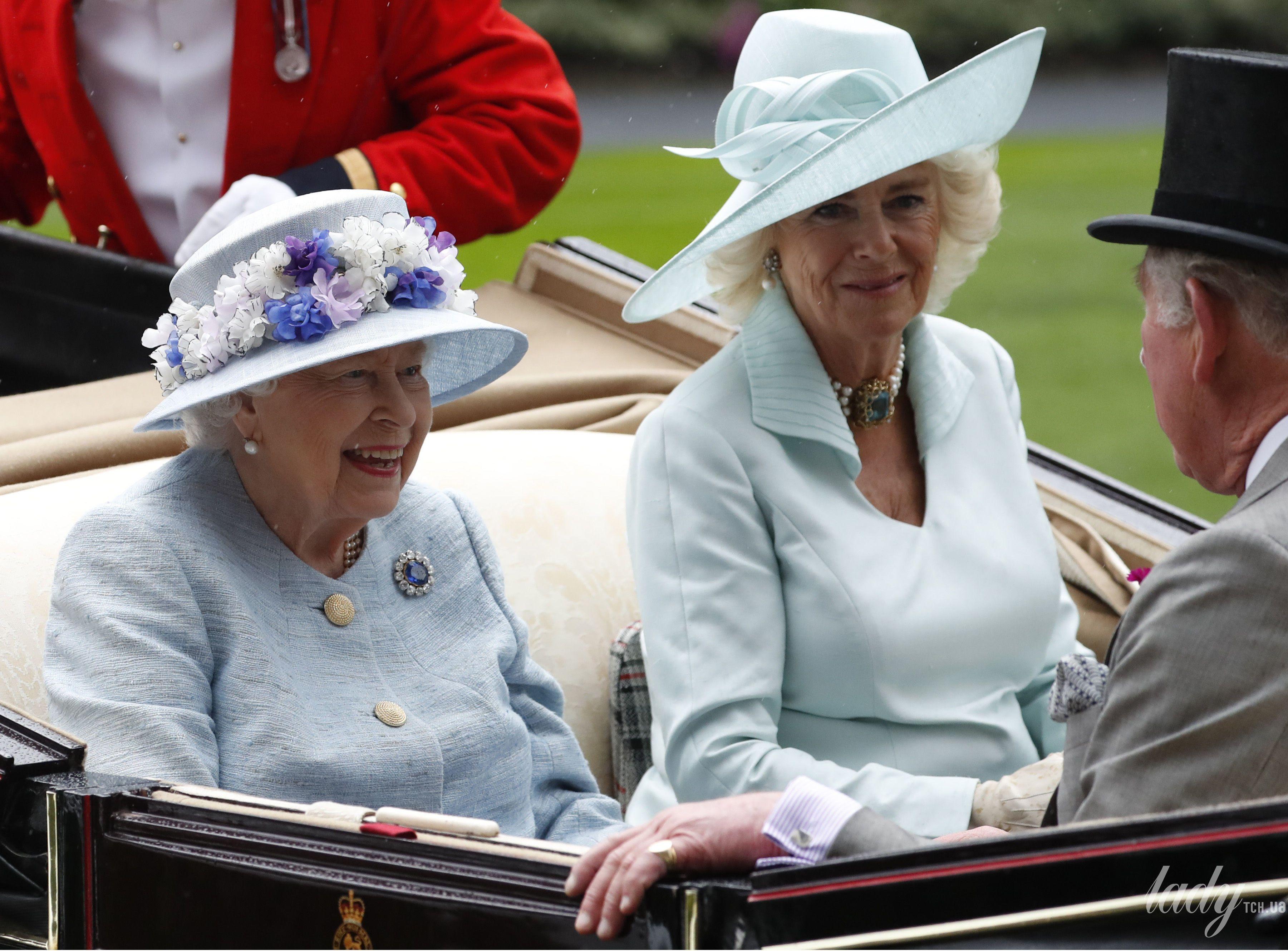 Королева Елизавета II и герцогиня Корнуольская_1