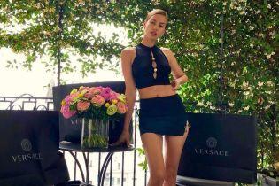 Вот это ноги: Ирина Шейк в мини-юбке и ботинках пришла на вечеринку