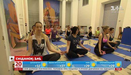 В Украине состоялся первый сеанс йоги в музее