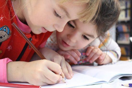 Українські школярі можуть переходити на сімейну освіту: як це зробити