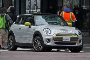 Электрокар Mini Cooper SE впервые показали на видео