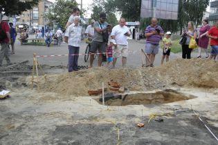 В центрі Чернігова археологи натрапили на давньоруське поховання та стародавні будівлі