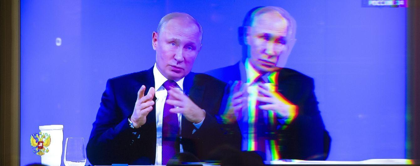 Путін про Зеленського: було смішно, коли він виступав у КВК, а зараз не смішно