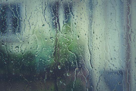 Сухо, спекотно та дощі: синоптики розповіли погоду на завтра