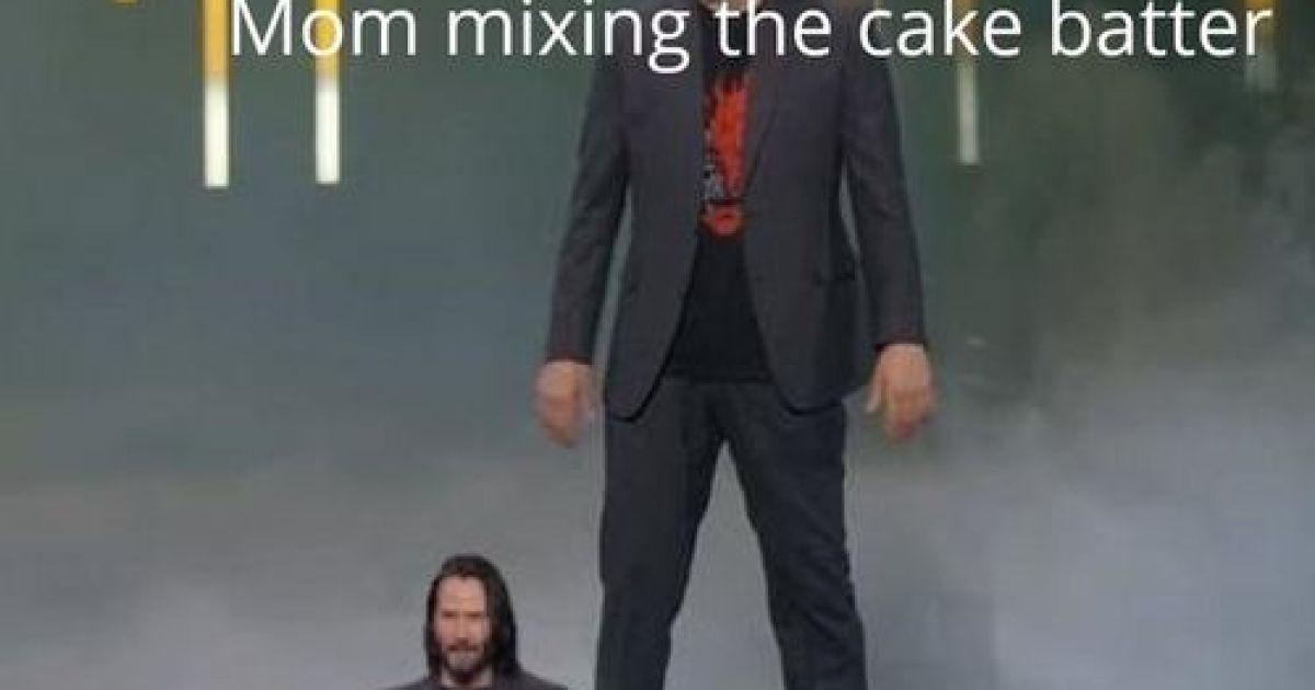 """""""Мама перемешивает миксером тесто для торта. / Я, который ждет, когда можно будет облизать венчик"""""""