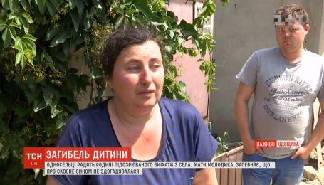 Односельці радять родині убивці Дарини Лук'яненко виїхати з селища