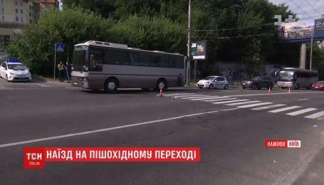 Мужчина сбил двух девушек в Киеве и скрылся с места преступления
