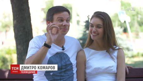 Счастливые и с улыбкой: телеведущий Комаров с женой вернулись из семейного путешествия
