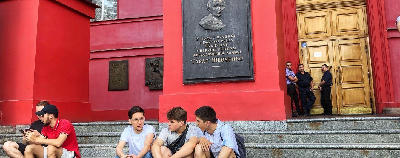 Студенти університету Шевченка вимагають позбавити Лукашенка звання почесного доктора