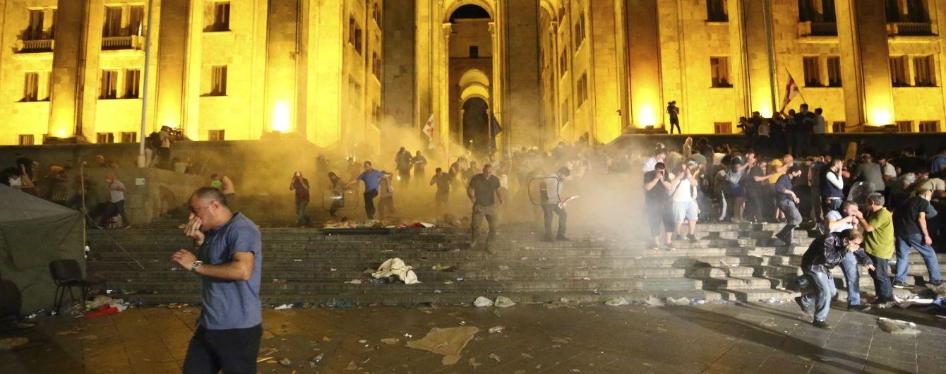 В Грузии во время столкновений возле парламента пострадали более 200 человек