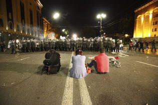 В Тбилиси возобновились протесты. Требования митингующих остаются неизменными