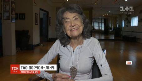 В спортивном центре Нью-Йорка йогу преподает 100-летняя бабушка