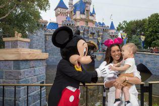 Это так мило: Ева Лонгория отпраздновала день рождения сына в компании Микки Мауса