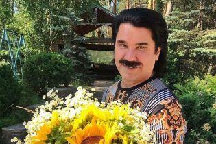 Торт, цветы и воздушные шары в виде усов: Павел Зибров отмечает день рождения
