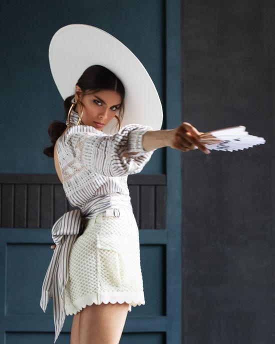 Запальна Michelle Andrade випустила літній латиноамериканський трек