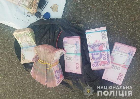У Києві банда іноземців викрала на очах у чоловіка 300 тисяч гривень з його машини