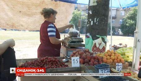 Не дай себя обвесить: Сніданок учится платить за свежие ягоды, фрукты и овощи на вес