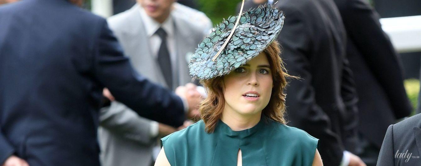 С питоновым клатчем и в шляпе с перьями: принцесса Евгения в Аскоте