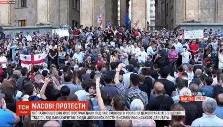 Демонстранти у Тбілісі вимагають звільнити затриманих під час масштабних протестів