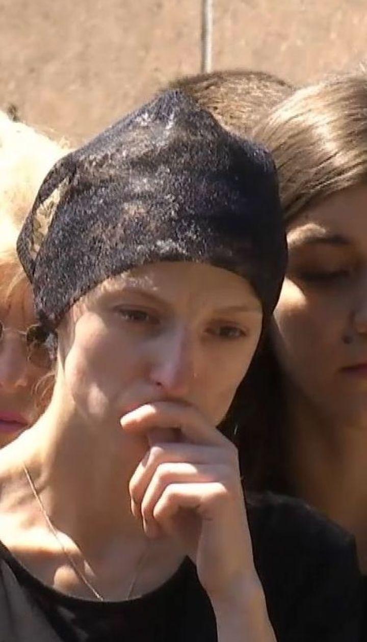 В Черкассах в последний путь провели журналистов-расследователей Вадима Комарова