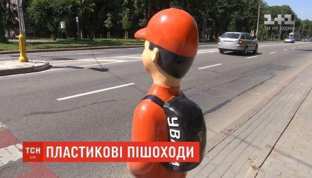 На столичних перехрестях з'являться школярі-манекени