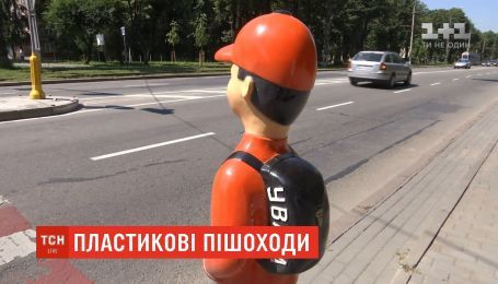 На столичных перекрестках появятся школьники-манекены