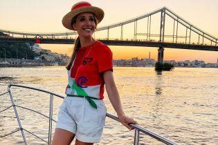 В стильном летнем луке: Катя Осадчая позировала на яхте