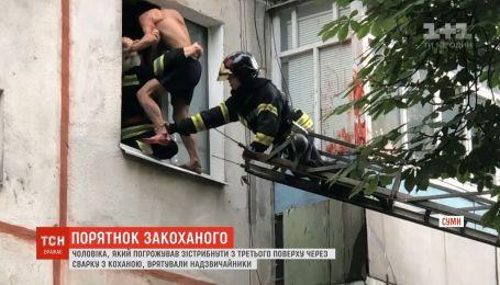 Мужчина собирался выброситься с 3 этажа из-за ссоры с любимой в Сумах