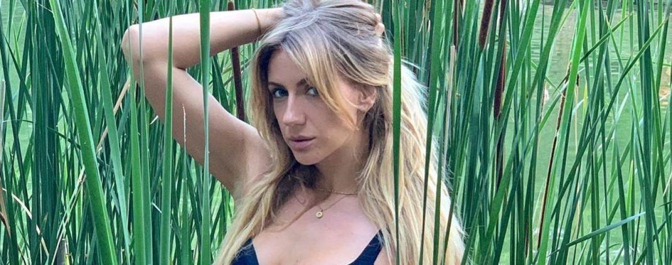 С глубоким декольте и в мини-юбке: Леся Никитюк продемонстрировала летний лук