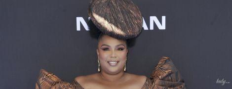 С кем не бывает: пышнотелая американская певица подчеркнула целлюлит экстремально коротким платьем