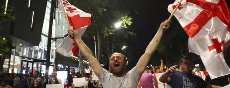 Грузинская власть согласилась с требованием протестующих провести выборы по пропорциональной системе