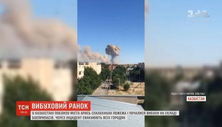 Пожежа з вибухами спалахнула на складі боєприпасів у Казахстані